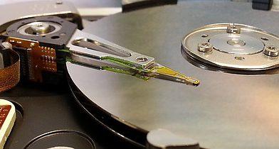 Sposoby niszczenia danych na dyskach twardych komputerów i serwerach firmowych